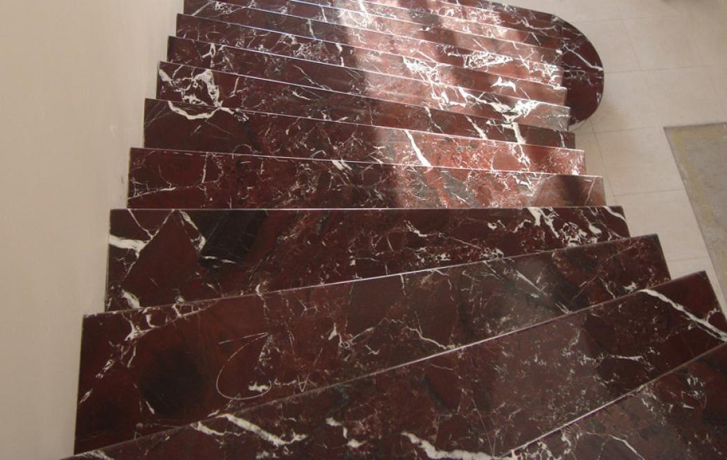 ступени из мрамора - Красный мрамор Rosso Levante (Россо Леванте)