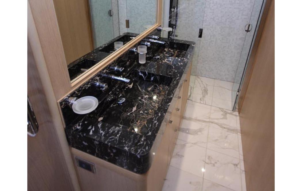 столешница для ванной комнаты - Черный мрамор Nero Portoro (Неро Порторо)