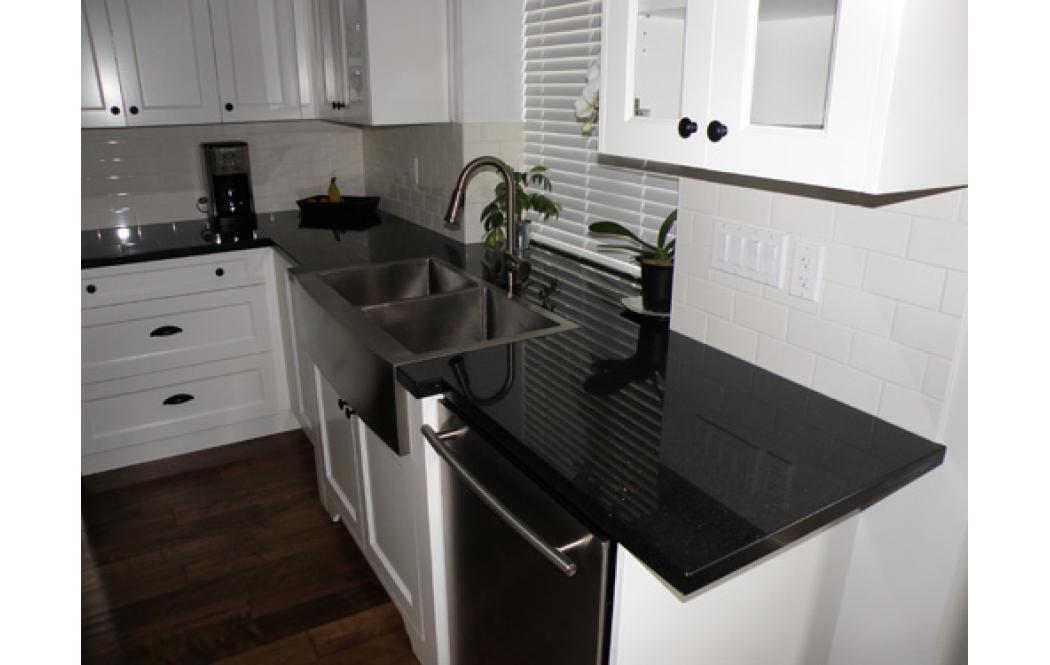 столешница для кухни из камня - гранит Black Galaxy (Блек Гелекси)