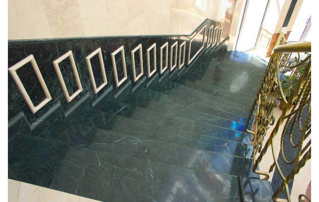 мраморные лестницы фото - Зеленый мрамор Verde Guatemala (Верде Гватемала)